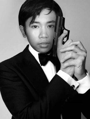 Me james bond take a gun-min